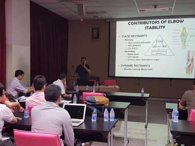Dr Andy Wee giving talk